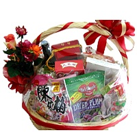 Stunning Gift Basket with Mouth Coating Wine