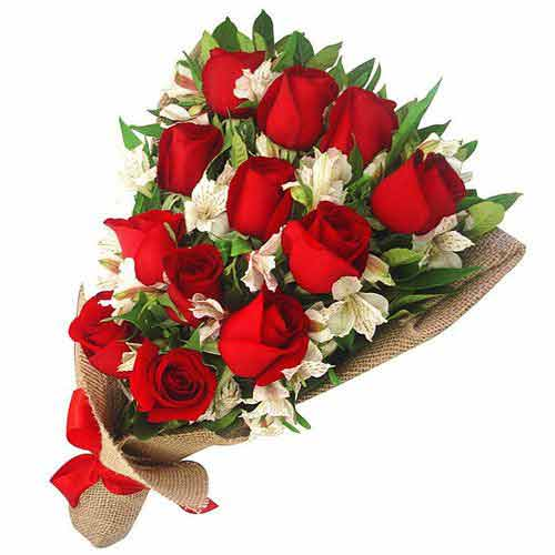 Exotic Red Roses Arrangement with Mesmerizing Charm