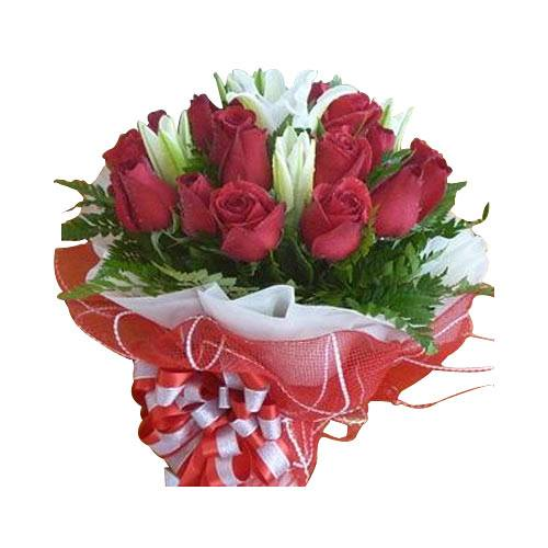 Aromatic Selection of 9 Red Roses and Lilies