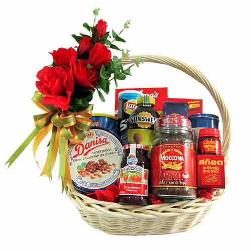 Fantastic Choice of Cheese and Cookies Gift Hamper